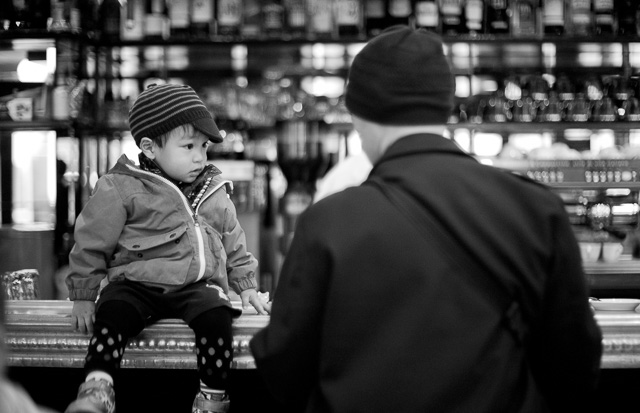 Dad and son having coffee in Tokyo. © Thorsten Overgaard.