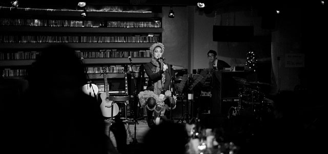 Joy Villa performing at the famous Pinot jazz club in Seoul. Leica M 240 with Leica 50mm Noctilux-M ASPH f/0.95. © 2013-2016 Thorsten Overgaard.
