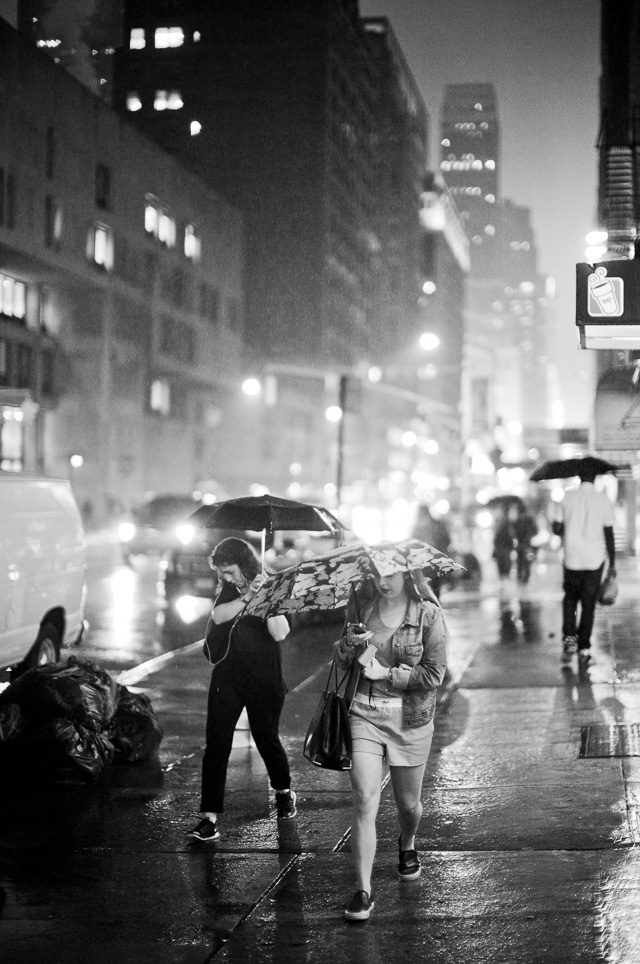New York in the humid rain on 7th Avenue. Thorsten Overgaard. Leica M 240 woth Leica 50mm Noctilux-M ASPH f/0.95