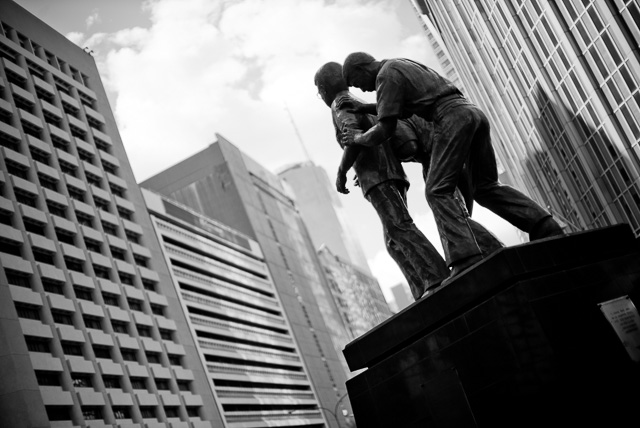 The statue of Aquino in Manila. Leica M 240 with Leica 50mm Noctilux-M ASPH f/0.95. © 2015-2016 Thorsten Overgaard.