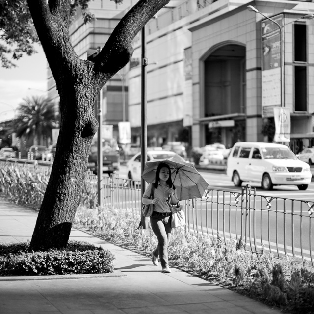 Manila street. Leica M 240 with Leica 50mm Noctilux-M ASPH f/0.95. © 2015-2016 Thorsten Overgaard.
