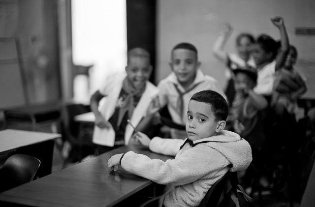 A look into a school class through an open window in Havana, Cuba. Leica M10 with Leica 50mm Noctilux-M ASPH f/0.95. Copyright 2017-2018 Thorsten von Overgaard.