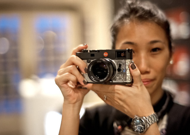 Ms. Serena with the limited edition Leica M10 with silver engraved covering in Leica Store Singapore (this limited edition is one of ten issued in December 2018). Leica M10-P with 7artisans 50mm f/1.1. © Thorsten Overgaard.