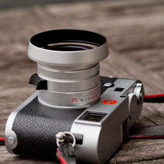 Version VI silver 2016. Model 11674. Comes with square hood from Leica. (Here with the ventilated hood designed by Overgaard).