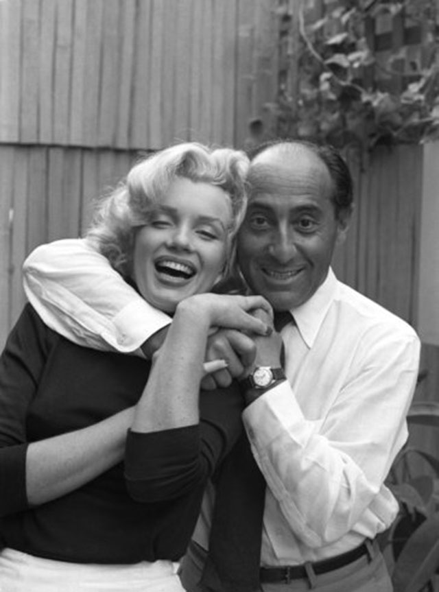 Alfred Eisenstaed with Marilyn Monroe