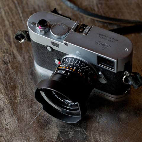 Leica 28mm Summicron-M ASPH f/2.0 (2016 model) with the 35FLE ventilated shade.