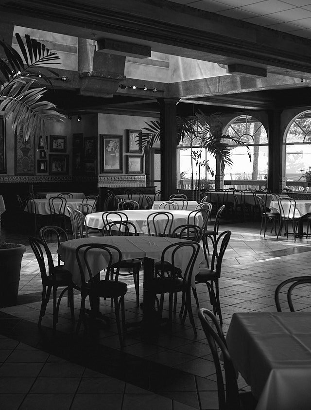 The Columbia Restaurant Sand Key in Clearwater, Florida. Leica D-Lux 7. © Thorsten Overgaard.