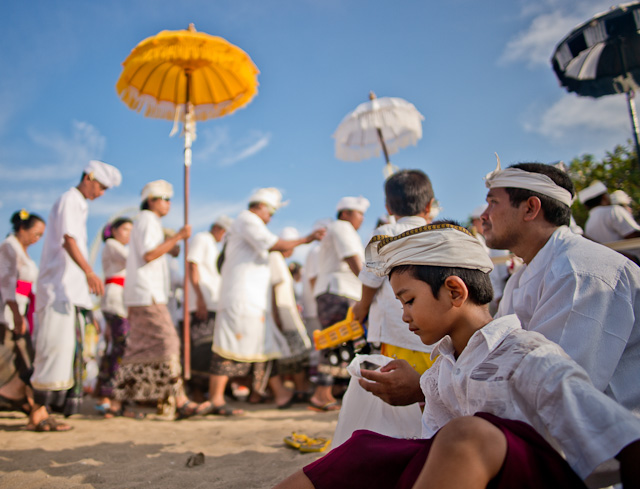 The religious festival in Denpasar, Bali. Leica M 240 with Leica 21mm Summilux-M ASPH f/1.4. © 2014-2015 Thorsten Overgaard.
