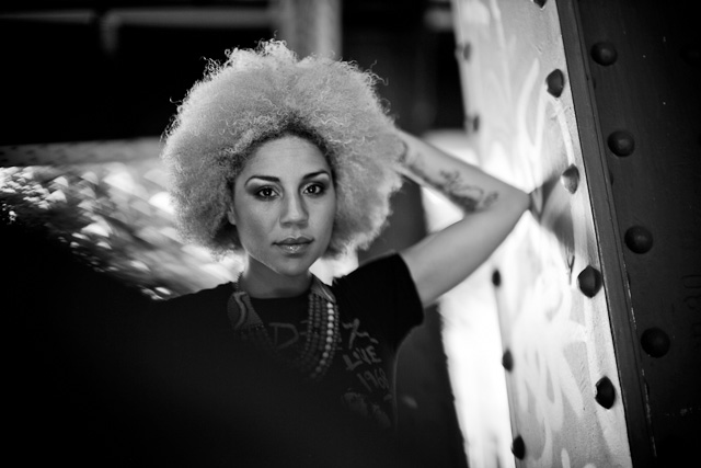 Photo session at the Overgaard Workshop Berlin with Joy Villa. Leica M Type 240 with Leica 50mm Noctilux-M ASPH f/0.95.