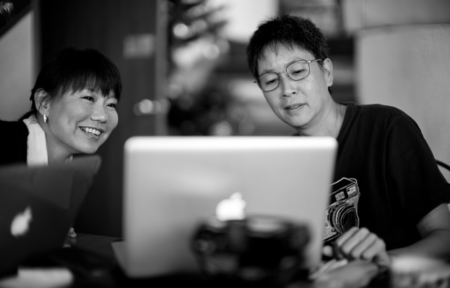 Editing at the workshop in Bangkok. Leica M 240 with Leica 50mm Noctilux-M ASPH f/0.95