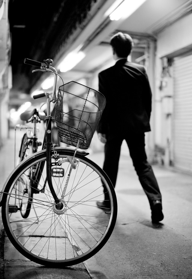 My daily bicycle in Ginza ,Tokyo. Leica M-D 262 with Leica 50mm Summilux-M ASPH f/1.4 Black Chrome. © 2016 Thorsten Overgaard.