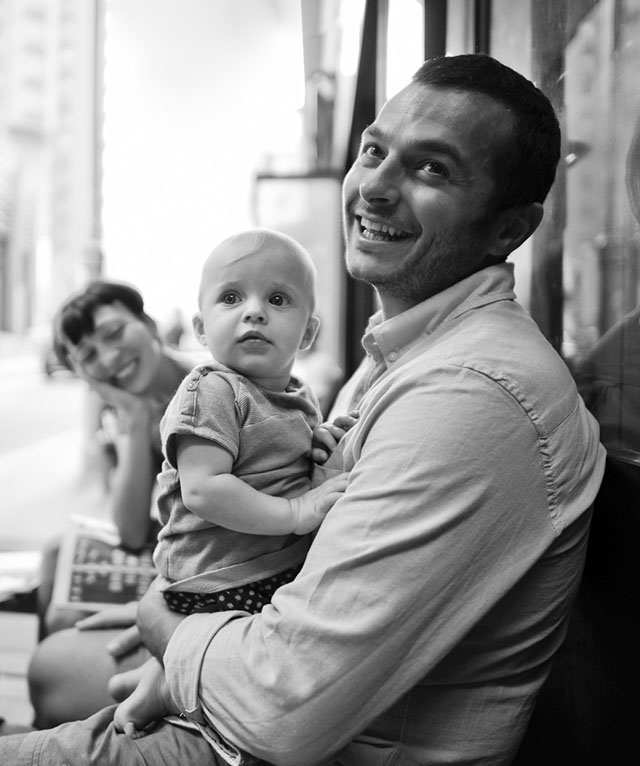 Street portrait of a family in the cafe. Leica 21mm Summilux-M ASPH f/1.4. © Thorsten Overgaard.