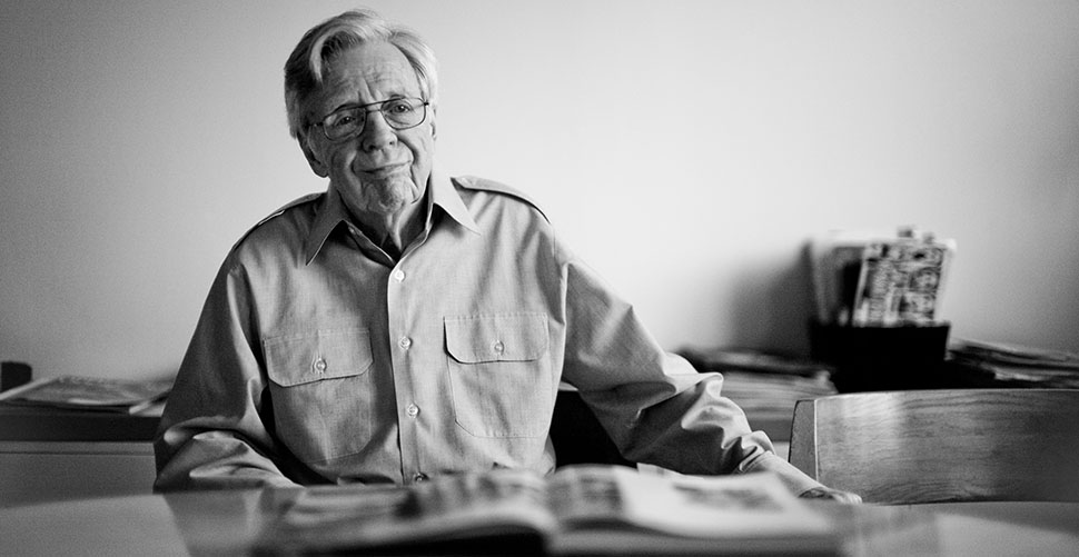 Don Hunstein (1928-2017) in his apartment by Central Park in New York. Leica M 240 with Leica 50mm Noctilux-M ASPH f/0.95. © 2014 Thorsten Overgaard.