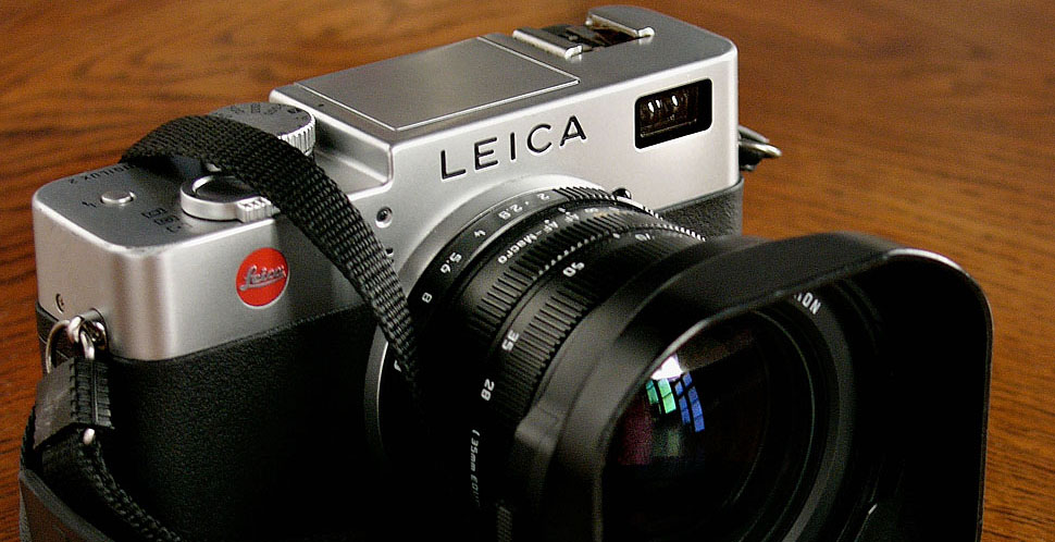Leica Digilux 2 digital rangefinder camera