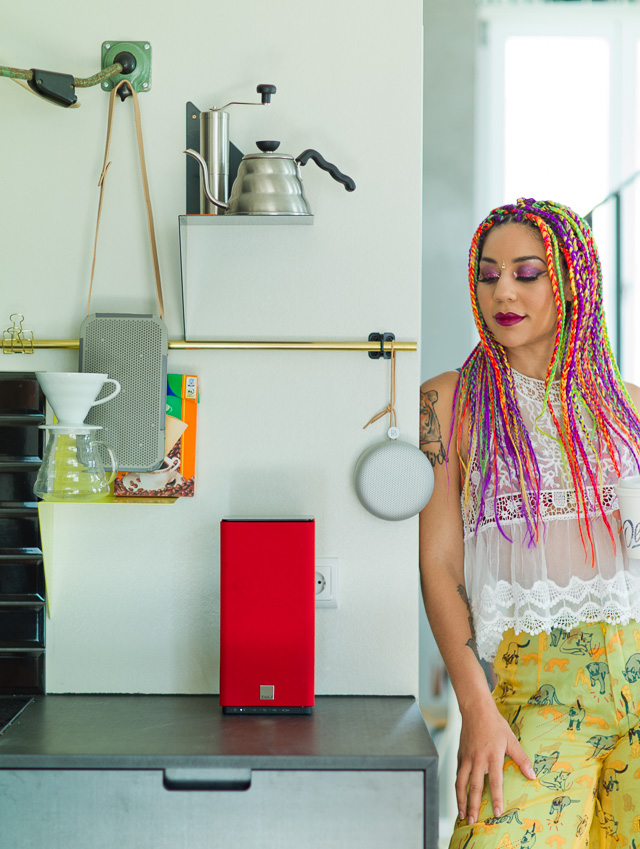 Joy Villa in the Berlin apartment with the Beoplay A1, Beoplay A2 and the DALI Kubik Free wireless speakers
