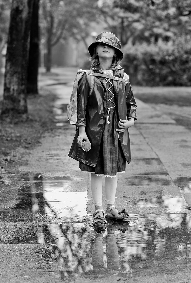 My daughter Robin Isabella on her way to school. 90mm APO-Summicron-M ASPH f/2.0.