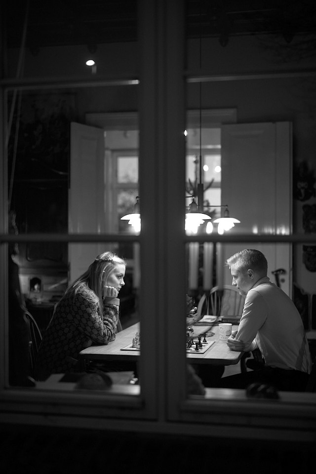 Caroline playing chess with cousin Philip. Leica M10-P with Leica 50mm Summilux-M ASPH f/1.4. © Thorsten Overgaard.