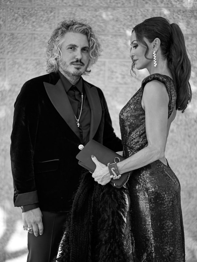 Designer Matteo Perin and actress Sofia Milos at the Emmys. Leica M10-P with Leica 50mm Summilux-M ASPH f/1.4 BC. © Thorsten Overgaard.
