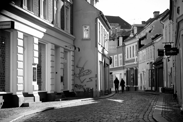 My hometown Aarhus is quite deserted in the weekends and the Easter. The cafées are packed, and so is the museums and the parks. But the streets. No.
