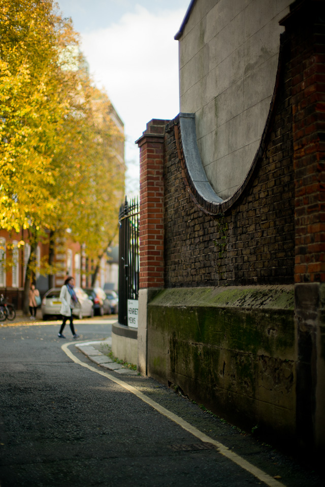 Henrietta Mews in London, October 2015. Leica M 240 with Leica 50mm Noctilux-M ASPH f/0.95.