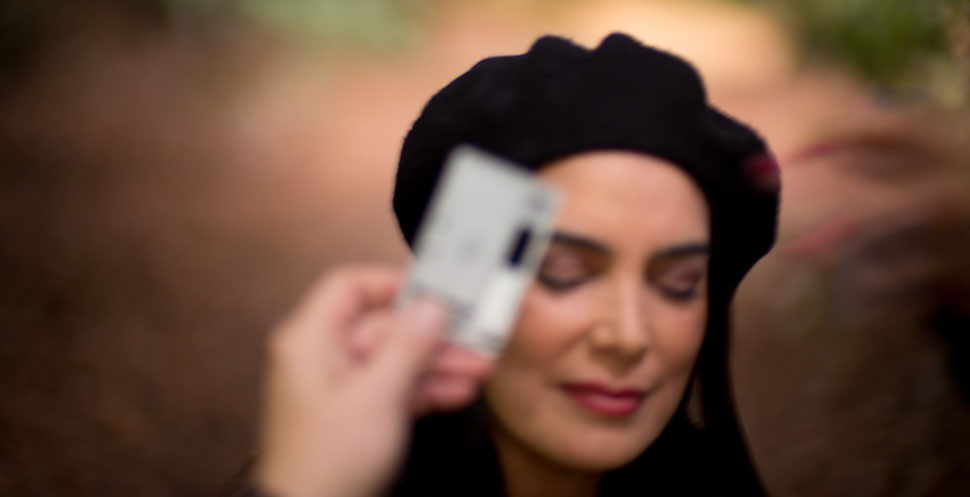 Setting the colors right in the camera using the WhiBal card before photographing Venezuelan television superstar and former Miss Venezuela Ruddy Rodríguez. Leica M 240 with Leica 50mm Noctilux-M ASPH f/0.95. © 2015 Thorsten Overgaard.