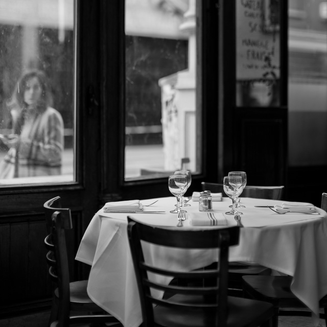 There should be a law that all tables must wear white tablecloth. Soho, New York. . Leica M10 with Leica 50mm Noctilux-M ASPH f/0.95. © 2017 Thorsten von Overgaard.
