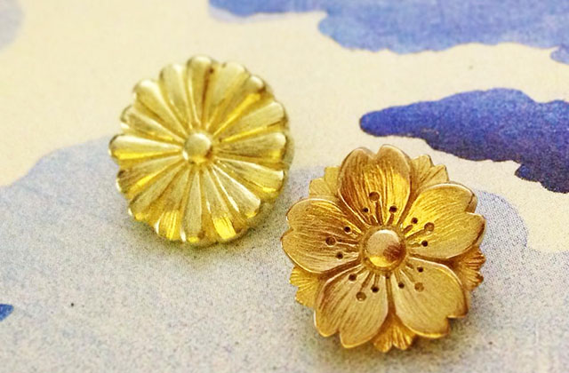 His newest creation is this 18K gold Sakura Soft Release, Golden Floral Emblems of Japan.