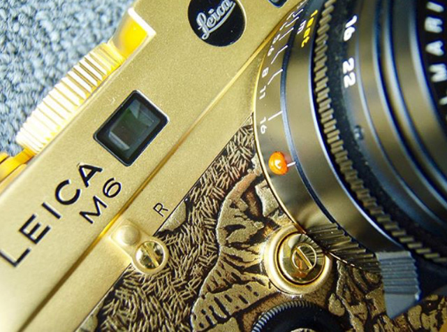 Leica M6 in gold look. Not just a few things, but everything from shutter speed dial to leather and lens release button. Pretty cool, made by Kantocamera.