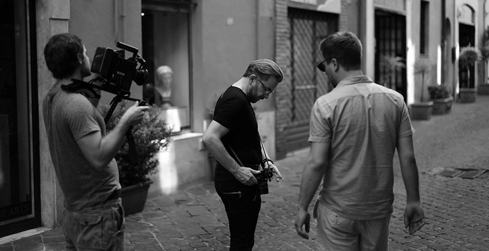 Thorsten being filmed in Rome by Zach and Reid from Nothpass Media, in 36º Celcius the last day. Here we are focuing on some hand details and cameraporn in high speed. Photo by Kurt Bangert.